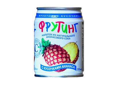 Напиток 'Fruiting' из ананасового сока с кусочками ананаса