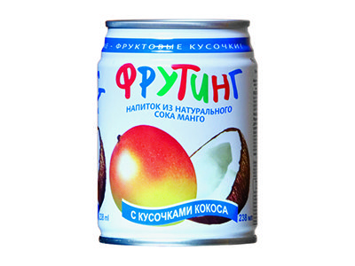 Напиток 'Fruiting' из сока манго с кусочками кокоса