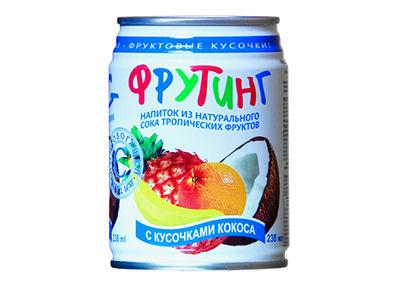 Напиток 'Fruiting' из сока тропических фруктов с кусочками кокоса