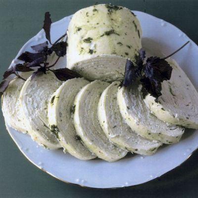 Сырный рулет с зеленью